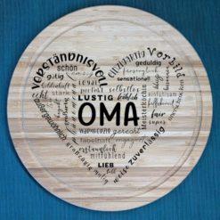Herz aus Text Oma - Schneidebrett aus Bambus, 30 cm